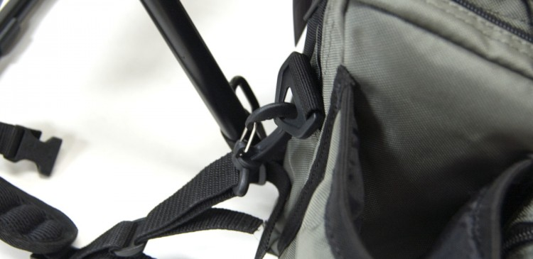 PART II: Attach lower BackSaver strap clips to the bags lower D-ring attachment points.